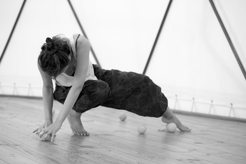 Workshop Introdução à Dança Contemporânea Out ( 17, 31), Nov. (14,28), Dez. ( 12,19), 2020, das 11h ás 13h